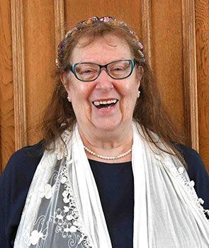 Mrs Lin Davies
